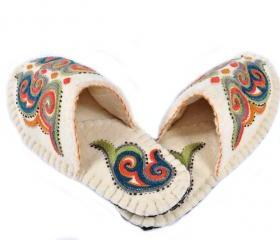 Handcrafted felted slippers with sole. Wool slippers | home shoes | indoor slippers | felt slippers